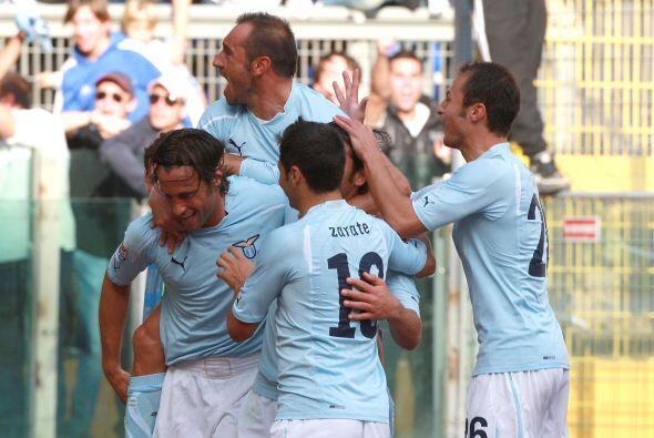 Lazio logró un valioso triunfo de 2-1 y aseguró una semana más como punt...
