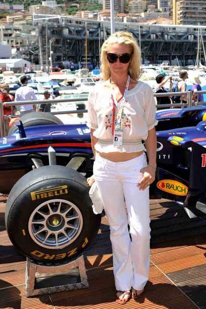 La pose obligada ante el Red Bull de Sebastian Vettel.