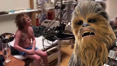 (Video) Chewbacca le hizo un regalo de vida a niño que esperaba un transplante de corazón