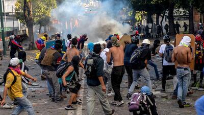En fotos: Calles desiertas y enfrentamientos en el segundo día de huelga general en Venezuela