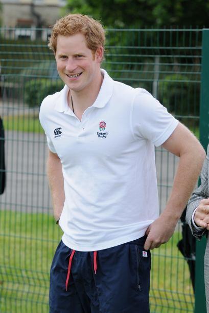 Harry recibió con una gran sonrisa a los niños.Mira aquí los videos más...