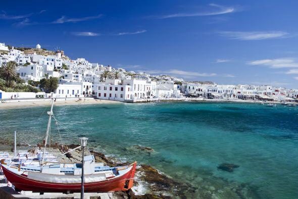 El Mar Mediterráneo conecta a Europa con Asia y África. El clima, el ir...