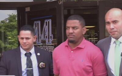 Policía presenta cargos formales contra el hombre que atacó con aguacate...
