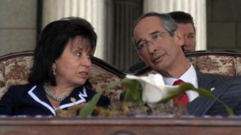 El presidente de Guatemala, Alvaro Colom, y su esposa, Sandra Torres, es...