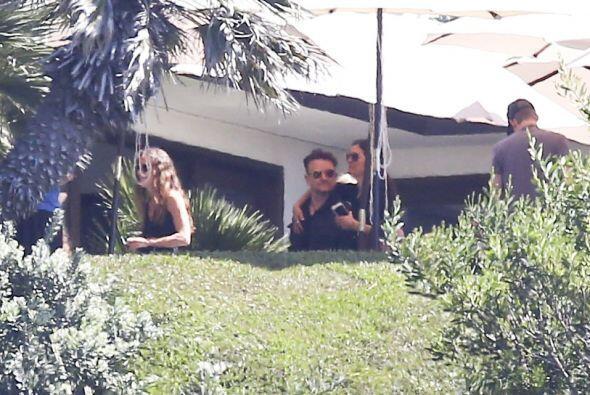 Por ahí también estuvo Bono, vocalista de U2, con su esposa.