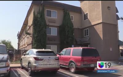Evacuan a huéspedes de un hotel por incendio de maleza