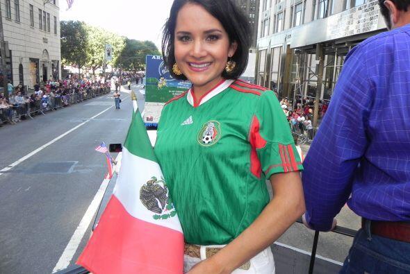 Univision 41 en el desfile de la Hispanidad d6f209750503450d84bd14edf28e...