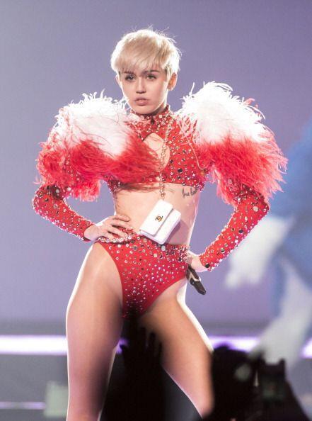 Miley Cyrus, de Hannah Montana a la actualidad se ha transformado drásti...