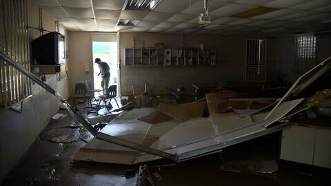 Una escuela dañada por el huracán María en Toa Baja...