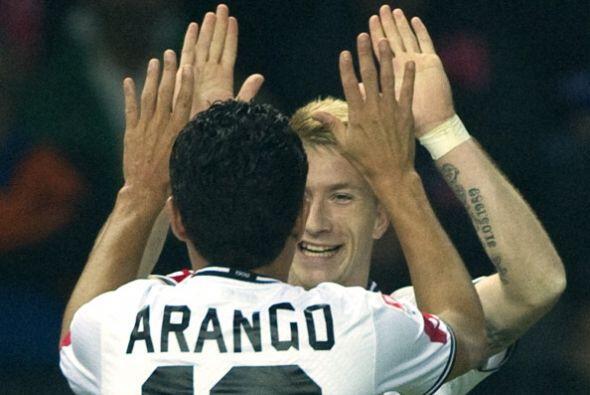 Juan Arango y Reus se quedan al margen de todo y deciden jugar a darse p...