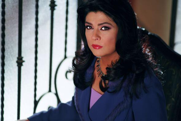 """""""María"""" (Victoria Ruffo) encontraba a """"Patricia"""" muerta y, por haber toc..."""