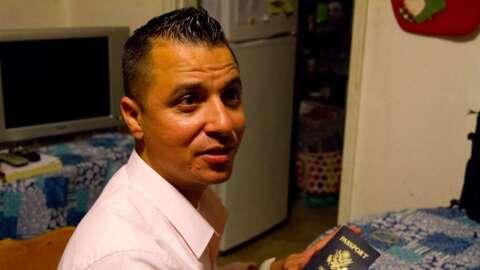 César Robleto fue deportado por error en 2009 y tuvo que vivir du...