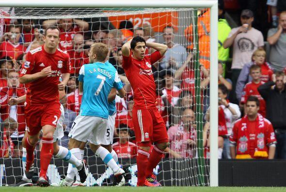 El uruguayo le pegó alto y dejó pasar la oportunidad de poner a su equip...