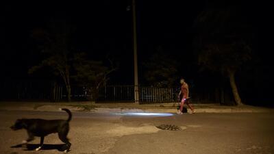 Un año aislados y sin electricidad, así viven en la isla de Vieques tras el huracán María
