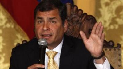 Correa, se excusó de asistir al debate porque se daba fuera del periodo...