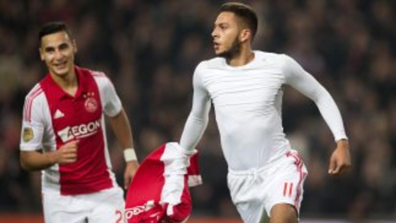 Ricardo Kishna celebra su gol en el triunfo de Ajax.