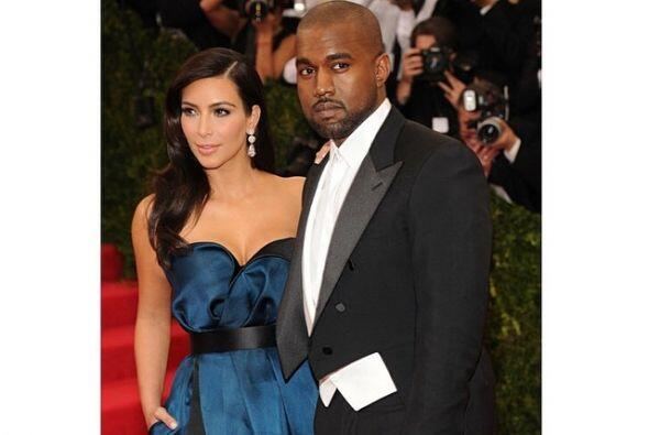 Y no podían faltar las fotos de ella con Kanye.Mira aquí los videos más...