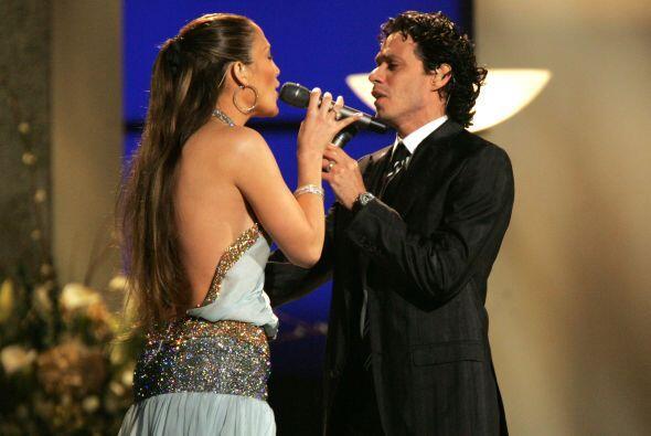 Tras unos meses de noviazgo, se casó con el cantante boricua Marc Anthon...