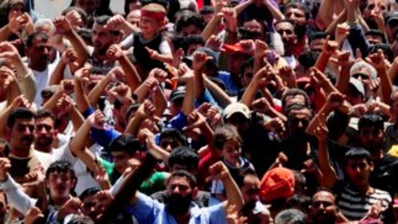 En tres meses de revuelta en Siria, más de 10 mil personas han hu'ido de...