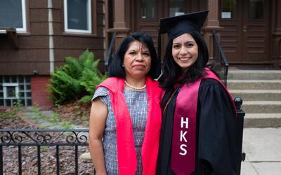 De inmigrante indocumentada a graduada de Harvard