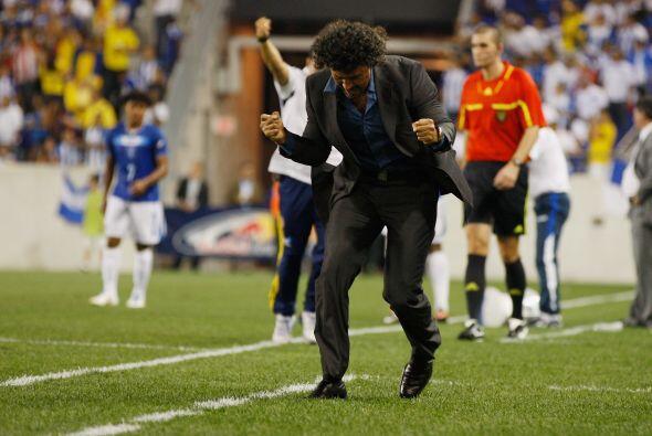 En tanto el técnico interino Leonel Alvarez exterioriza la victoria del...