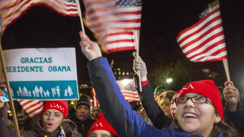 20 de noviembre de 2014. Un grupo de inmigrantes celebra frente a la Cas...