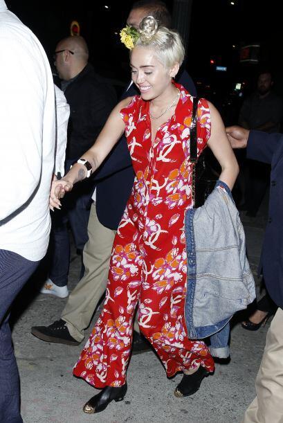 Una vez más la cantante impactó a sus seguidores con su extravagante look.