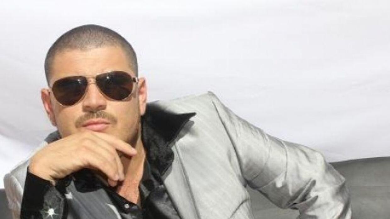 El Komander es uno de cantantes más populares de narco corridos.