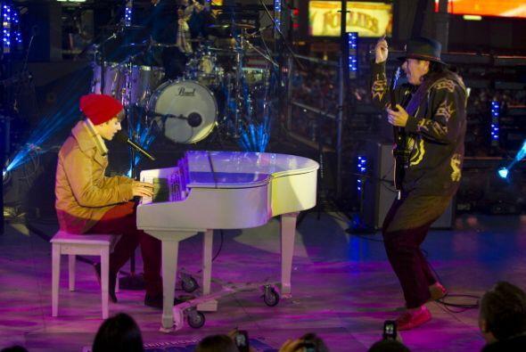 Justin Bieber compartió escenario ni más ni menos que con Santana.