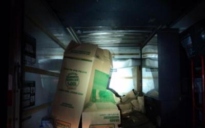 Ocho inmigrantes viajaban en un camión que estaba cerrado y no podía abr...