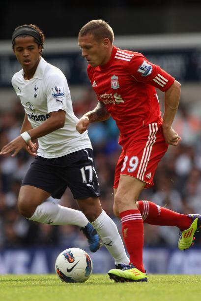 El mexicano Giovani Dos Santos jugó algunos minutos en este encuentro y...