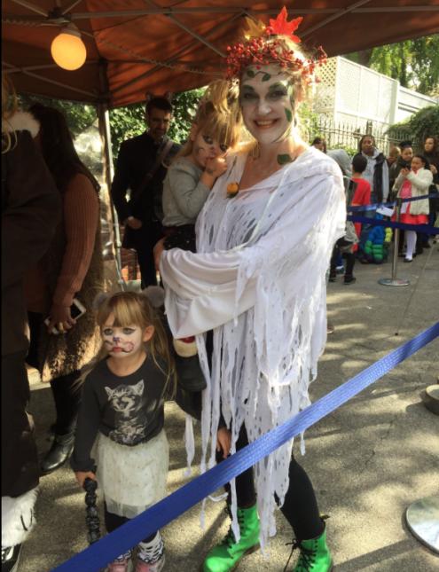 Con seguridad, las familias pudieron festejar Halloween en un evento que...