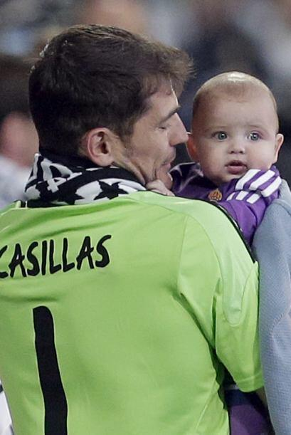 El portero del Real Madrid cargó a su hijo de cinco meses, durante el fe...