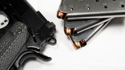 Dueños de armas deberán cumplir con nuevos requisitos en Los Ángeles  i...