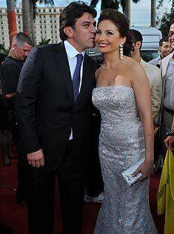 Como era de esperarse Elizabeth Álvarez y Jorge Salinas llegaron muy tom...