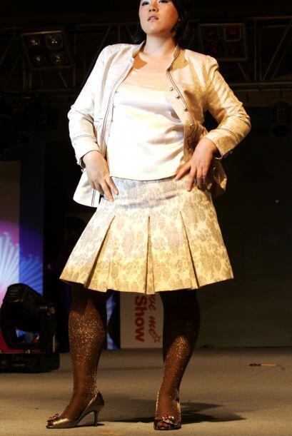 Una falda en 'A' con una chamarra hará que la parte superior de tu cuerp...