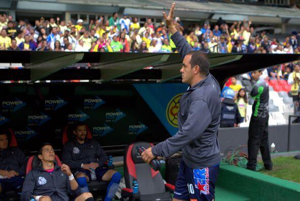 Y el público sigue la ovaciónm a Cuauhtémoc .