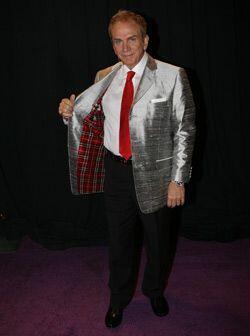 Armani es su diseñador favorito y esta vez combinó los pantalones y los...