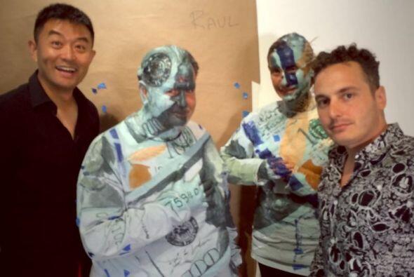 Raúl de Molina fue pintado como un billete de 100 dólares y se convirtió...