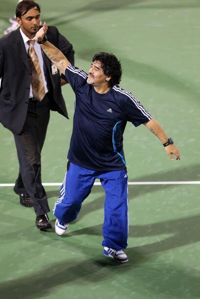 El ex futbolista argentino Diego Armando Maradona llegó al Dubai Duty Fr...