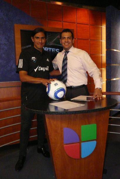 Paco Palencia, jugador del Pumas de México estuvo de visita en Ho...