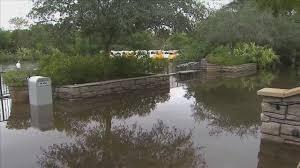 Fuertes lluvias que azotaron el sur de la Florida inundaron las inmediac...