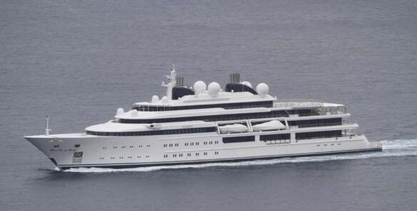 Katara mide 408 pies de largo, está valuado en unos 300 millones de dóla...