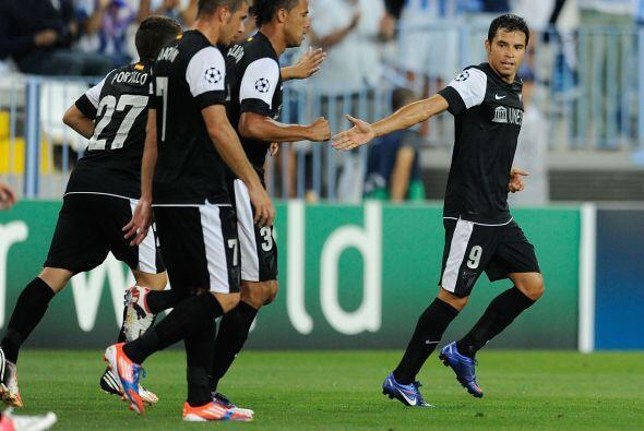 El argentino Javier Saviola completó la victoria del equipo de La Rosale...
