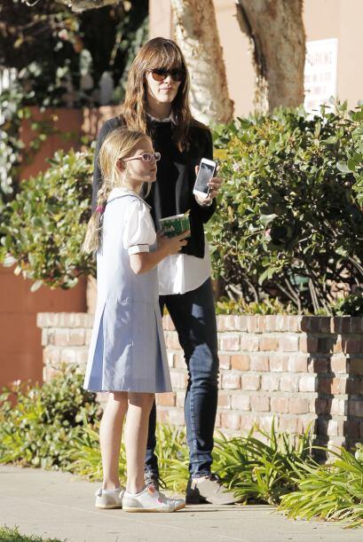 Garner paseando con sus nenas.
