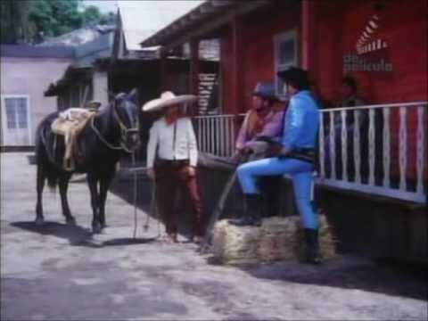 Después, la maestra comprende que el galán es un ególatra y acepta a Cha...
