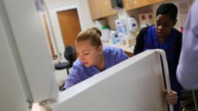 Profesionales de la salud como sicólogos y farmacéuticos incluyen la lis...