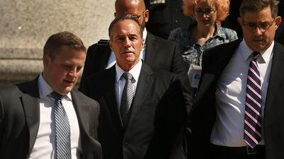 Suspende su campaña de reelección el legislador republicano por Nueva York acusado de fraude para beneficiar a su hijo