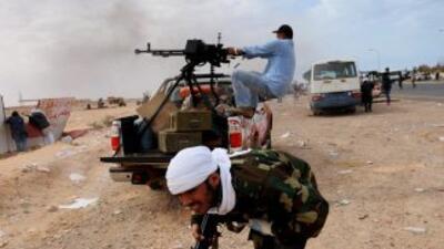 """La televisión estatal libia anunció que la ciudad de Ras Lanuf está """"pur..."""
