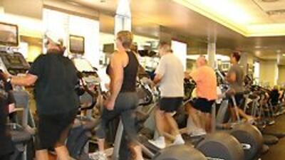 La mayoría de los hoteles ofrecen gimnasia con equipos modernos.